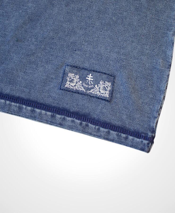 Detail nášivky na tričko NAD TATROU jeansová modrá