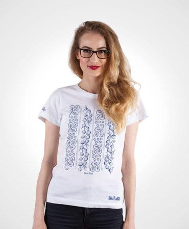 Dámske tričko Modrotlač Horehronie – NAD TATROU biele s modrým vzorom