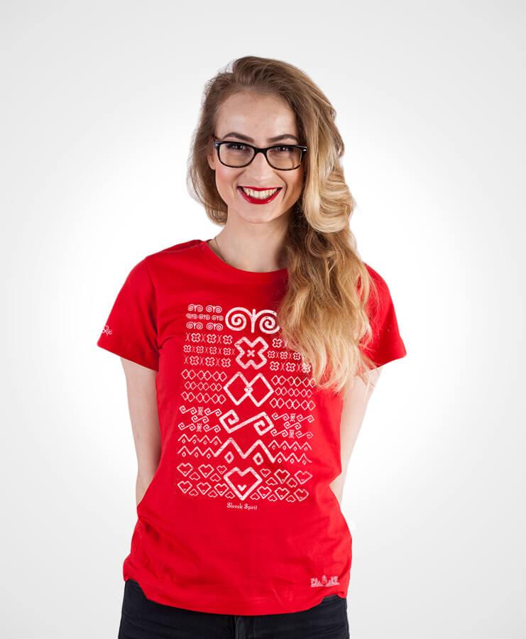 Dámske tričko Čičmany – NAD TATROU červené s bielym vzorom