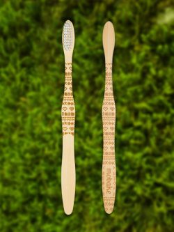 Bambusová kefka s folklórnym vzorom Čičmany